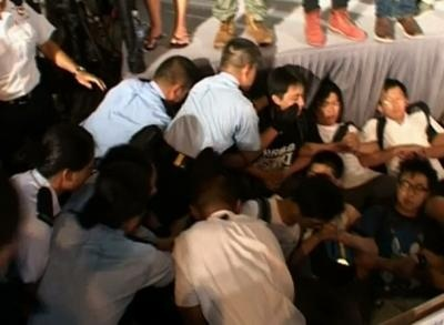 News video: Raw: More Than 500 Arrested in Hong Kong Protest